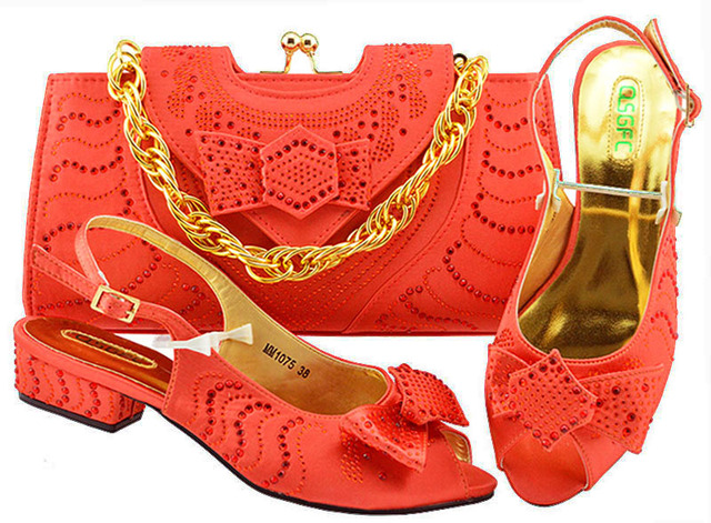 Latest Coral Color Italian Shoes with Matching Bags for Wedding Italy Nigerian Shoes and Matching Bags Bag and Shoes Set  MM1075