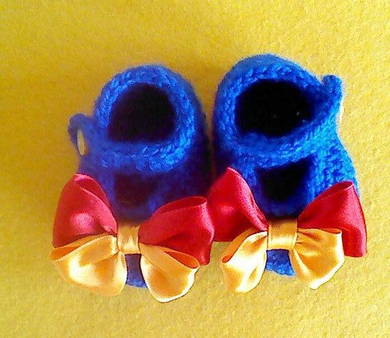 Детские Белоснежка Стиль тапочки. Вязаные пинетки с голубой с бантиками.