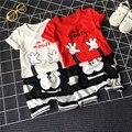 2017 Nuevo modelo de Dibujos Animados Niña y Niño Ropa de Verano Fijaron Carta Patrón t-shirt + Rayas Mouse Mano Deportes pantalón de Dos Piezas de Chándal