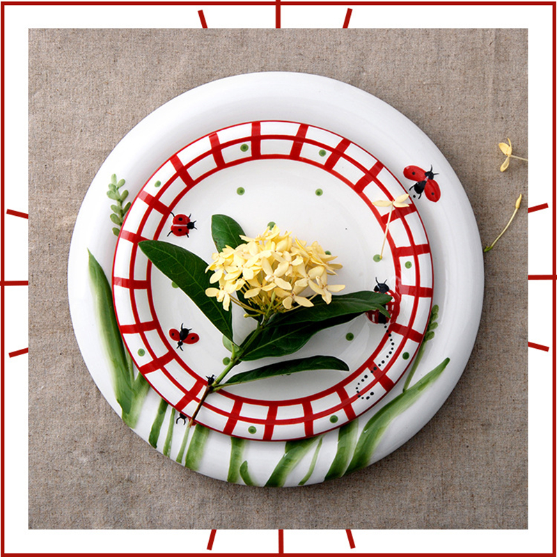 10.5/8 Inch Cartoon Ladybird Flat Plate Ceramics Basso relievo Insect Breakfast Dish Red Grid Dinner Plate Salad Fruit Tray 1pcs