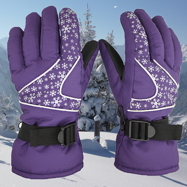 9072de28 The winter cold and warm water repellent windproof gloves ski gloves ladies  christmas snowflake printing gloves