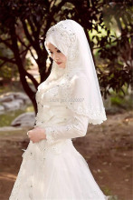 2017 Muslim Terbaru Wedding Dresses Hijab Veil Sparkly Beads Crystals Tulle Lace Bridal Gowns Long Sleeves