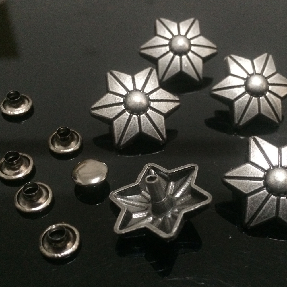 Hot Sell 50PCS 17X19MM Antikk Sølv Sekskant Studs Stjerne Rivet Punk Star Spike Sko Belte Bag Tilbehør Leather Craft Fit DIY