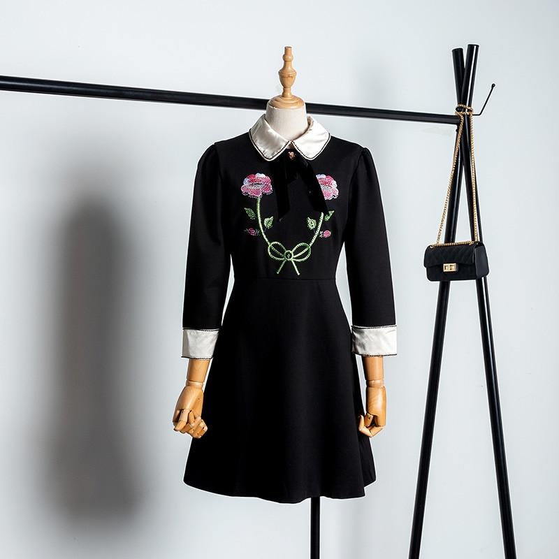 Élégant femmes robe 2018 automne broderie fleur petite robe noire poupée col robes dames petit parfum vent robe de soirée