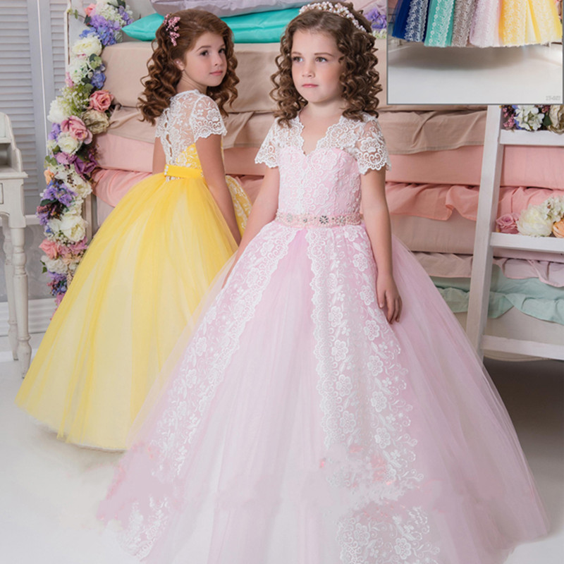 Здесь продается  Lovely Little Girls Birthday Dress Flower Girl Dresses Short Sleeves Ball Gown Button Applique Lace First Communion Gowns    Детские товары