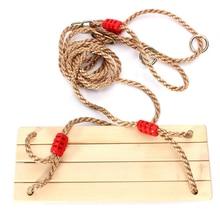 Erwachsene und Kinder schwingen Schaukeln Holzschaukel mit Seil