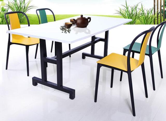 Sedie di plastica. possono essere impilati. albergo sedia da ufficio ...