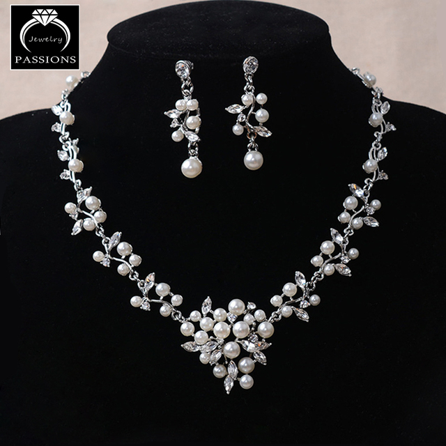 Hot Sale Pearl Bridal Jewelry Set Big Prom Party Accessories Pearl Necklace  Earrings Set For Brides Women Wedding Jewelry Sets 46bffee3f5