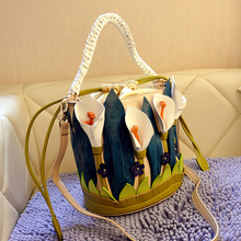 Braccialini Lotus leaf dimensional personality retro hand stitching and lovely romantic handbag factory direct wholesale
