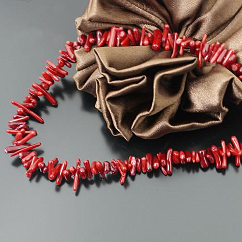 (24686) 1 Chaîne Longueur 40 CM, 120-140 pièces Perle Longueur 8-11MM couleur Rouge Teinture Corail Teinture Puce Perles Perles De Rocaille Résultats