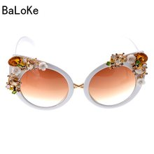 d56a5889b40 2018 Fashion Baroque Sunglasses Woman Bling Rhinestones Oversized Sunglasses  Vintage Shades Ladies Big Sun Glasses Women Eyewear