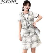 6158aa73410 JSXDHK Nouvelle Mode D été Femmes Tweed 2 pièce Ensemble 2018 Piste Blanc  Coton À Manches Courtes T Shirt Tops + Gland plaid Jup.
