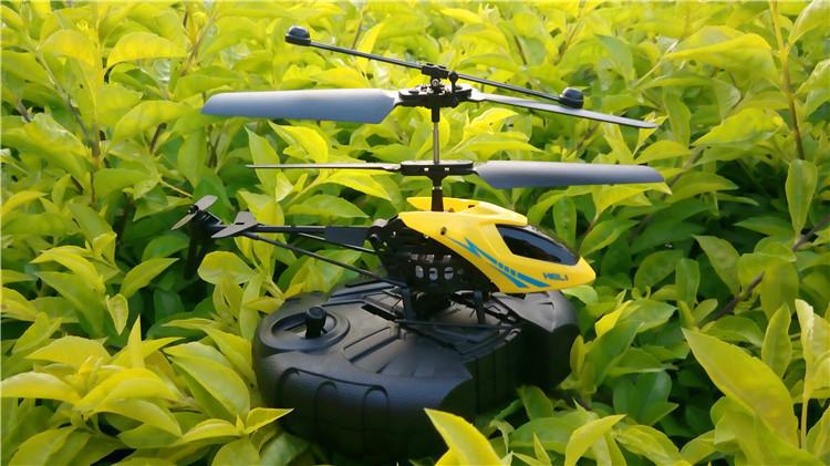 اليوم هليكوبتر طيار صبي 14