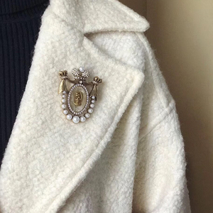 Image 3 - Amorita boutique Lady head design pins court vintage brooch