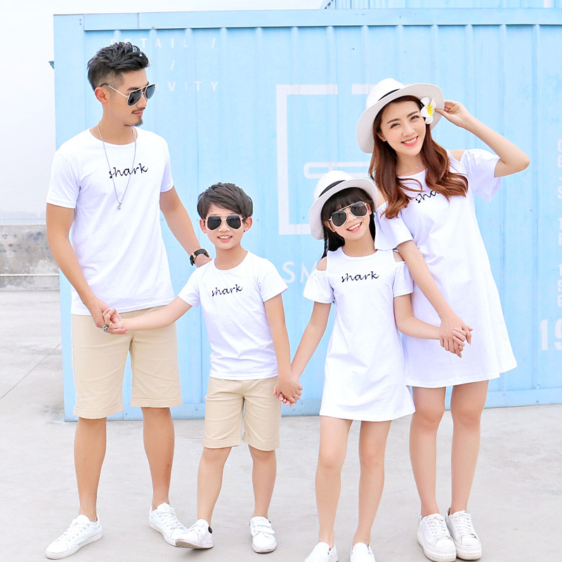 Matching T Shirts Mom And Daughter Shark Off Shoulder Gown Household Outfits 2018 Summer time Model Mum or dad-Youngster Clothes Household Matching Household Outfits, Low-cost Matching Household Outfits, Matching...