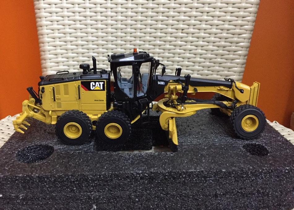 все цены на Caterpillar Cat 14M3 Motor Grader 1:50 Scale Model By Diecast Masters DM85545