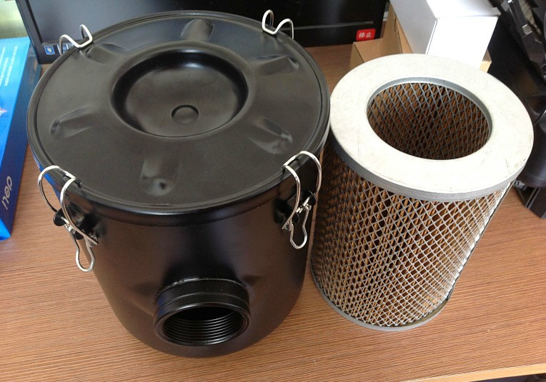 INDUSTRIAL VACUUM PUMP INTAKE FILTER IN HOUSING 2 Rc INLET OUTLET