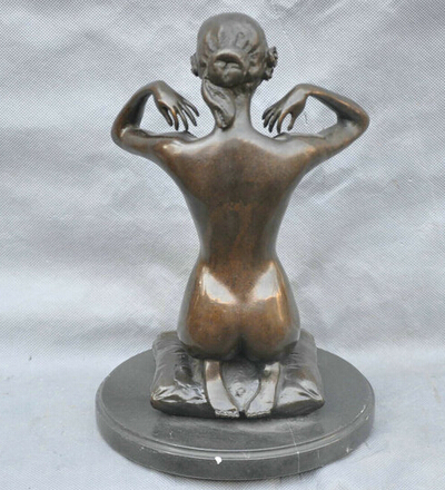 Naked body sculptures
