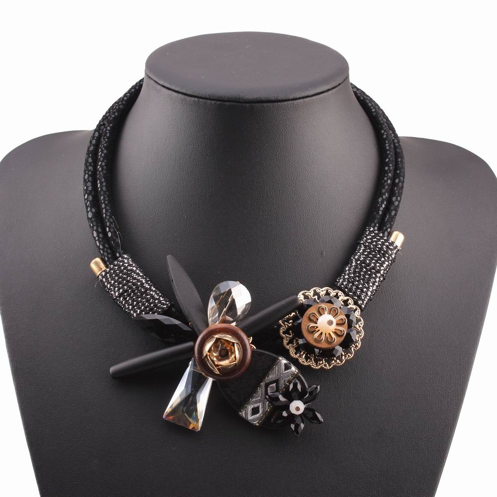 2018 new handmade christmas jewelry winter chunky wood statement bib black rope chain crystal flower pendant necklace for women
