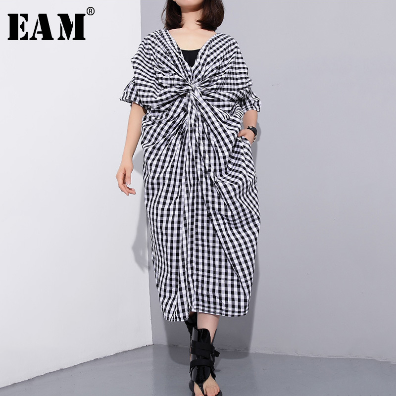 [EAM] 2018 New Summer V-collar Short Sleeve Black Plaid Splt Joint 2 Side Wearing Knot Fold Big Size Dress Women Fashion JF900
