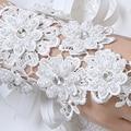 Frete Grátis em Estoque Sem Dedos Luvas de Noiva Strass Apliques Rendas Luvas de Casamento Do Marfim com Pérolas