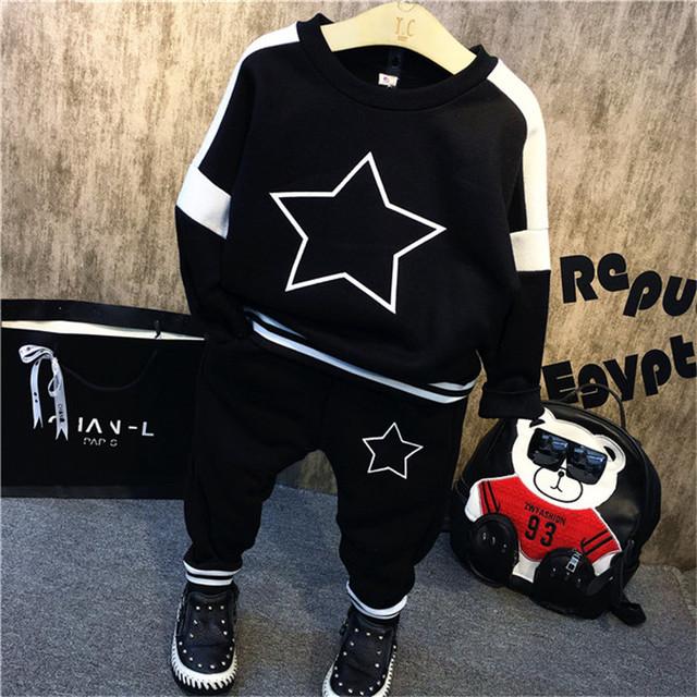 2016 otoño invierno del bebé y de la muchacha que arropan el sistema largo hoodies de la manga conjuntos Tops + pants 2 unids estrellas impreso ropa de bebé conjunto