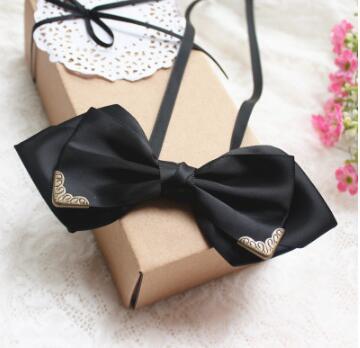 Noble Or Garniture Double Cravate Robe De Soirée De Mariage Et le Marié  Cravate Bar Serveur Standard Accessoires De Bal Robe dans Liens Et  Mouchoirs de