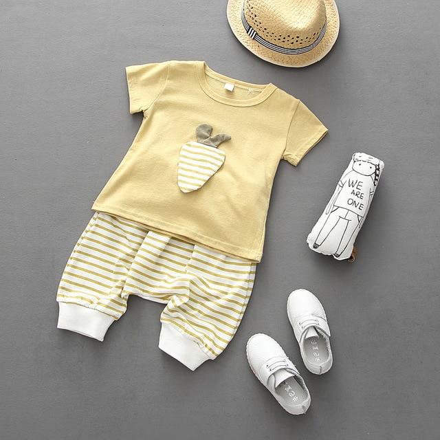 2016 летний стиль дети мальчики комплект одежды новорожденных девочек спортивная морковью майка + полосатые шаровары костюм одежда дети костюм
