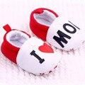 Linda Criança Primeira Walkers sapatos Flats Dedo Do Pé Redondo Chinelos Macios Sapatos de Bebê Eu Amo A MÃE/PAI