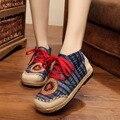 2016 Otoño Nuevos Zapatos Viejos BeiJing zapatos bordados hechos a mano étnico Chino de Lino Del Bordado zapatos de un solo