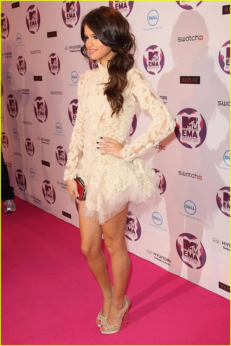 Selena-Gomez-Dress-2015-New-Red-Carpet-Dresses-Short-White-Party-Dresses-Mini-Evening-Dress-Long (4)