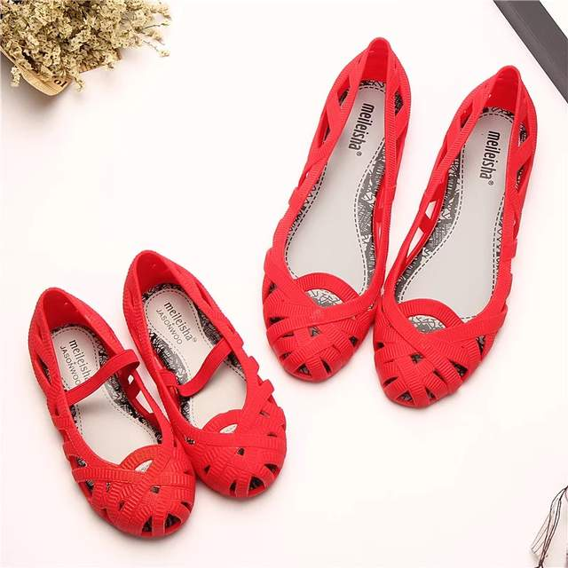 Mini Melissa 2018 New Women Jelly Sandals Children Sandals Roman Shoes  Hollow Girls Princess Shoes Non slip Beach Melissa Shoes-in Sandals from  Mother ... 6dc75435641c