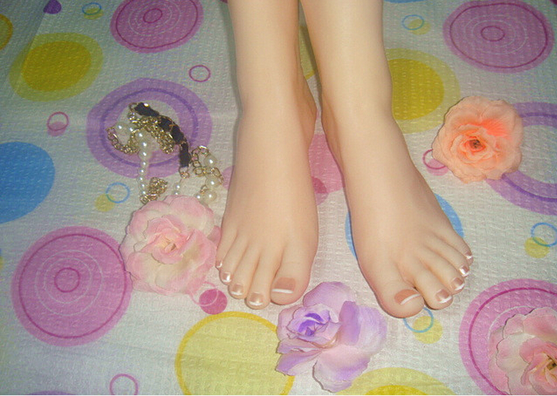 22*7.5*8.5cm Newest Top quality real skin silicone legs, silicone female feet for displaying top quality fake foot for displaying