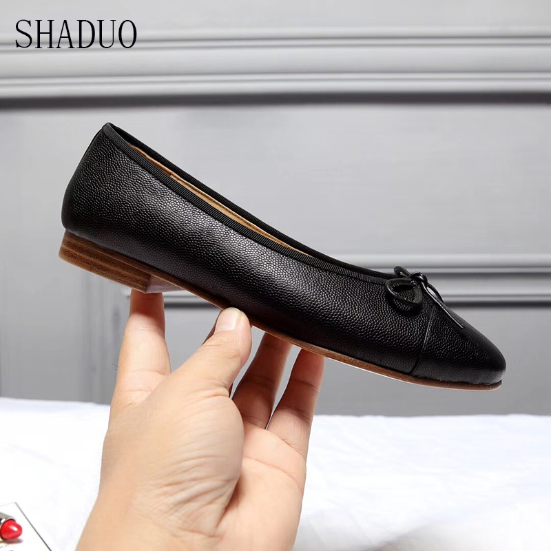 2018 shaduo kobiety najwyższej jakości prawdziwej skóry balet mieszkania bow zdobione buty sukienka w Damskie buty typu flats od Buty na  Grupa 1