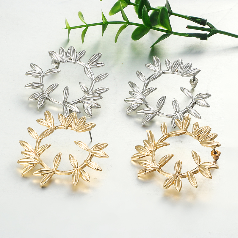 Купить с кэшбэком Docona Luxury Gold Leaf Leaves Flower Stud Earrings for Women Vintage Geometric Plant Metal Wedding Jewelry Brincos 5851
