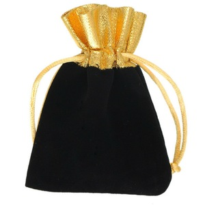 Image 2 - 100pcs Velvet Jewelry Bags 10x12cm Black/Red Christmas Party Wedding Favor Gift Bag Cheap Drawstring Pouches Can custom Logo