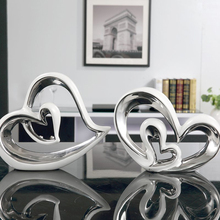 цена на Nordic Ceramic heart shaped Furnishing Articles creative Figurines & Miniatures Crafts Morden Home Decoration wedding gifts