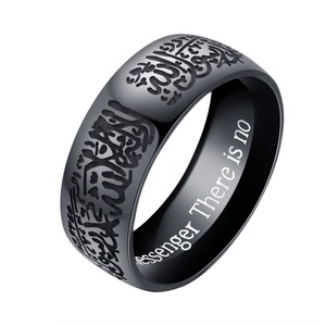 Image 2 - Populaire Moslim Ring Islamitische Ring Geëtst Schrift Titanium Staal Goud en Zwarte Kleuren Sieraden Ring voor Mannen