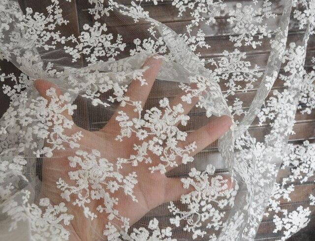 Weiße Blumen bestickte spitze stoff baumwolle bestickt boden ...