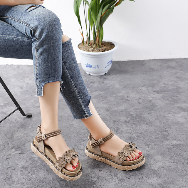 d7c20d442a01 555-22 summer new Korean thick platform sandals England wild style Rome  middle school