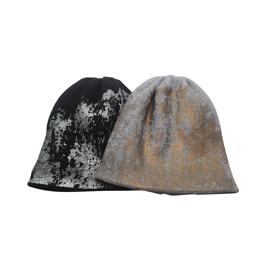 5e6447f6561 2018 gold and Silver Metallic Cap Warm winter Reflective texture Novel  style personalized knit hat cashmere blended beanies hat-in Skullies   Beanies  from ...