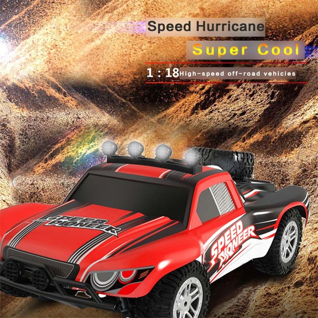 Hot Carro RC 1/18 2.4 GHz RC Monstro 50 km de Alta Velocidade Stunt Dirt Modelo de moto Off Road Crawler RC Carro de Controle Remoto com Luz LED