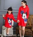 Семейные рождественские одежда 2016 зима С Капюшоном пальто Микки свитер мать дочь платья семья посмотрите соответствующие наряды