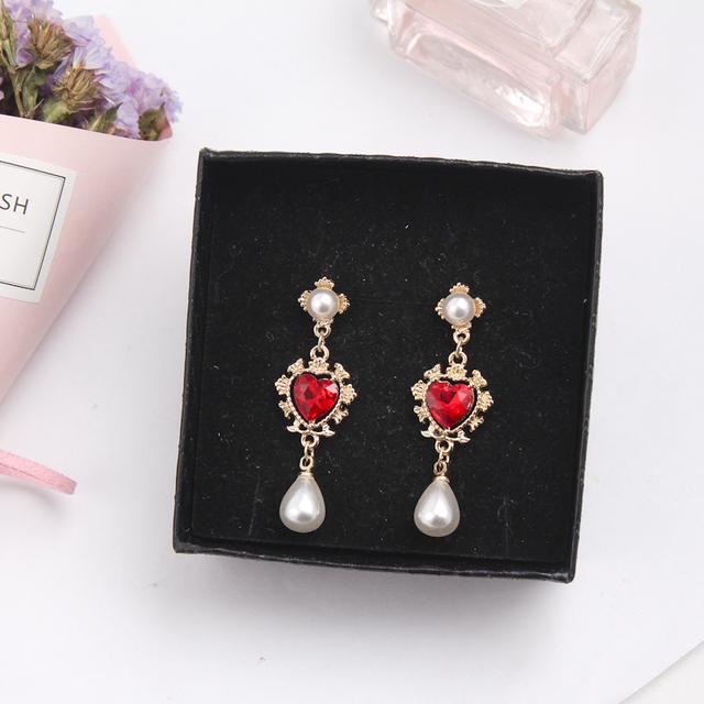 Lovely Heart Shaped Women's Rhinestone Drop Earrings