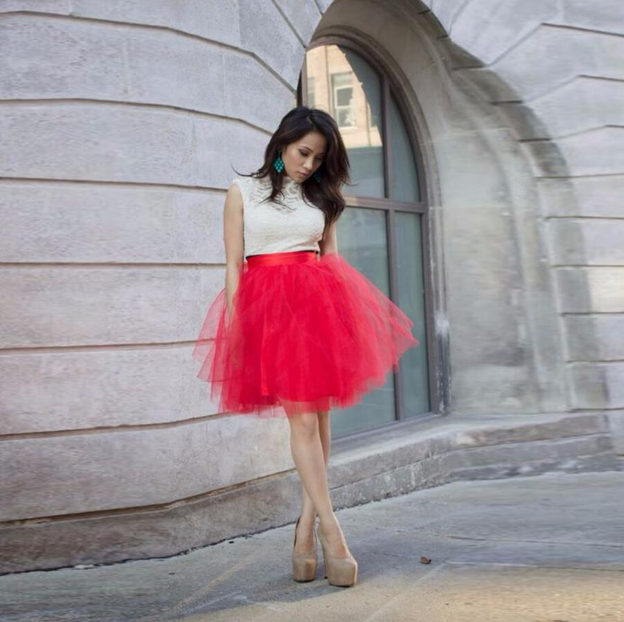 Alta calidad pretty red tulle Faldas mujeres satén cintura una línea de  falda de tutú Navidad partido mujer falda 38a2cd738d1d3