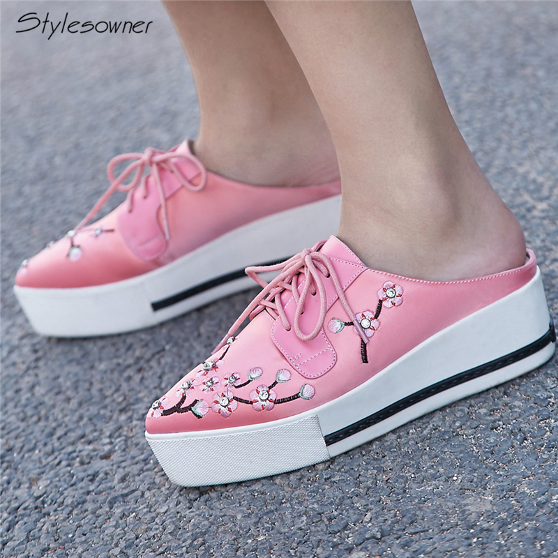 Stylesowner Slip On Laces Women Casual Shoes Platform Heels Women Casual Sneakers Pointed Toe Embroider Satin Shoes Laces Heels