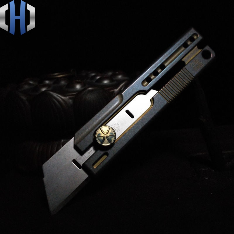 Titanium Alloy Utility Knife Tactical Short Cut Wallpaper Open Box Cutter Carved One Hand Open And Close EDC