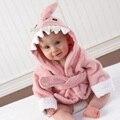 2016 Bebé Recién Nacido Albornoz De Terry Toallas de Baño de Calidad Superior Pink Shark Niños Albornoz Manta Recién Nacido Toalla Con Capucha