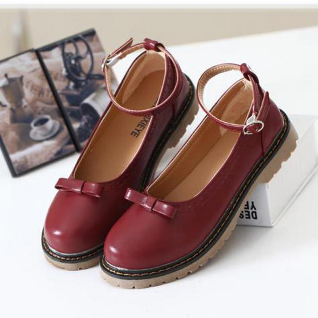 2017 Retro Women Flats Mori Girl Round Toe  Shoes Harajuku Lolita Zapatos Mujer Buckle Strap Woman Carved Flat Shoes Mary Jane