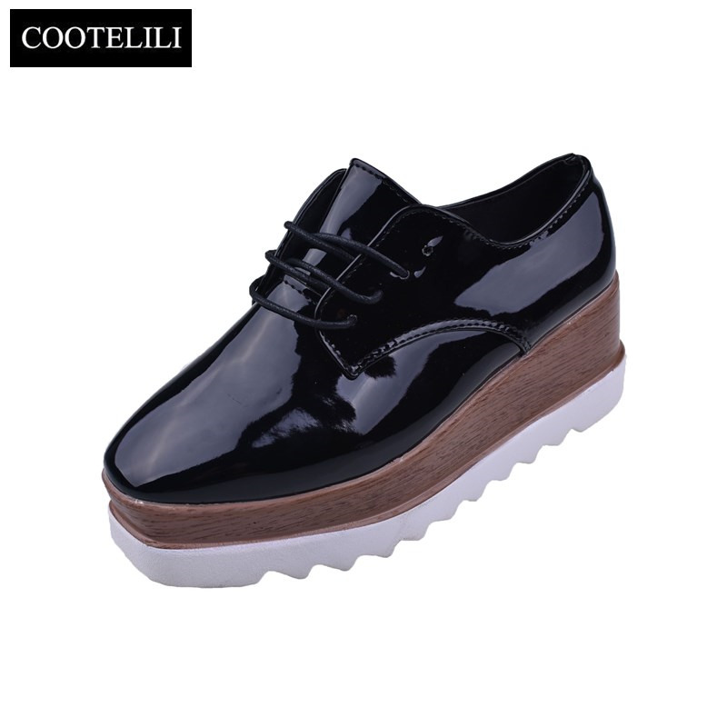 Cootelili/35-39 Весна Повседневное сплошной женская обувь на плоской подошве Лакированная кожа Кружево-Up Лоферы для женщин на плоской платформе британский стиль женские Обувь шнурованная для женщин